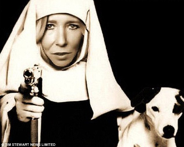 2112F3D900000578-3197544-British_jihadi_Sally_Jones_pictured_before_her_conversion_to_Isl-m-1_1439549715058