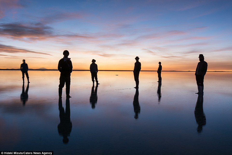 2B0EC5AF00000578-3183688-As_one_of_the_flattest_places_in_the_world_when_Salar_de_Uyuni_s-a-12_1438596718447