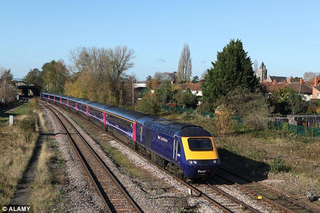 2B0EF98000000578-3183646-The_current_trains_used_on_First_Great_Western_s_route_are_40_ye-a-1_1438591475366