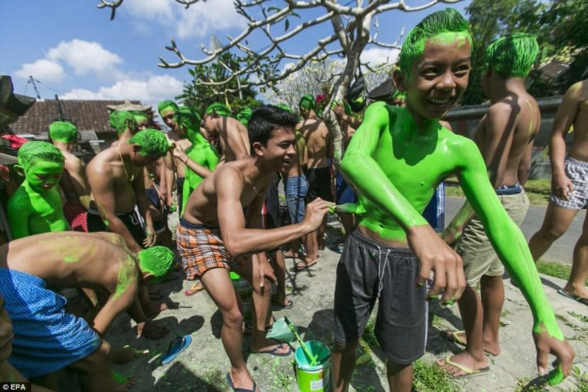 В Бали проводится уникальный традиционный фестиваль против «злых духов»