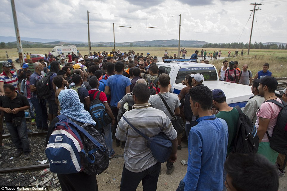 2B8A937600000578-3205764-Refugees_cut_the_railway_connection_between_Greece_and_Macedonia-a-25_1440145348418