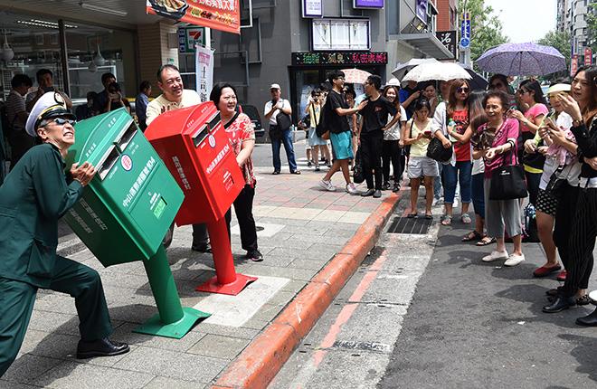 В Тайбэе деформированные почтовые ящики стали новой достопримечательностью