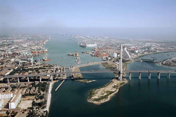 В порту Тяньцзинь произошло два сильных взрыва