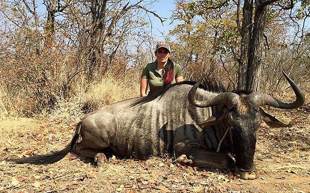 Охотница Сабрина Коргалетти осуждена общественностью за публикацию фото убитых животных