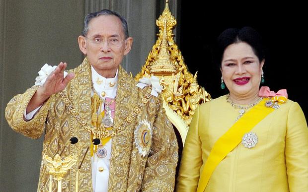В Таиланде двух мужчин приговорили к тюремному заключению за оскорбление правителя