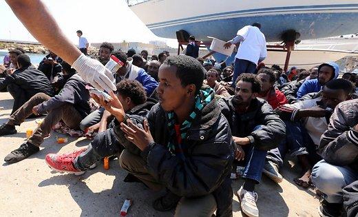 Беженец из Марокко умер, пытаясь пересечь границу Испании в чемодане
