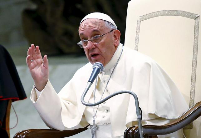 "Pope Francis gestures as he talks during a special audience with members of ""Eucharist Youth Movement"" in Paul VI hall at the Vatican, in this August 7, 2015 file photo.  REUTERS/Tony Gentile/Files"