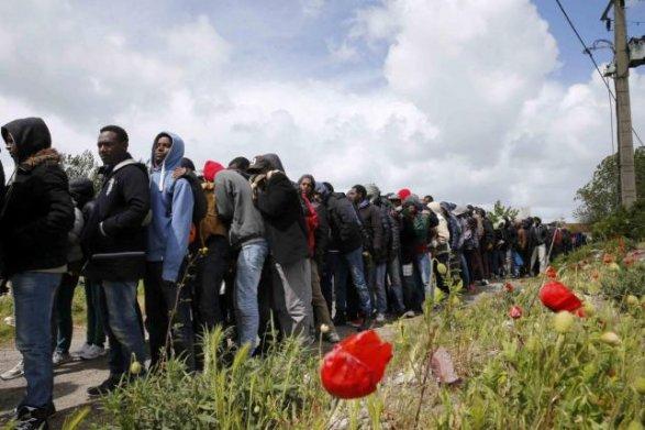Мигранты в Венгрии оказались в контроле двух границ