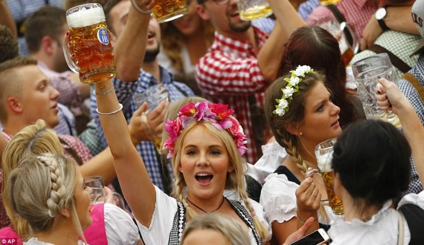В Мюнхене состоялось открытие фестиваля Октоберфест