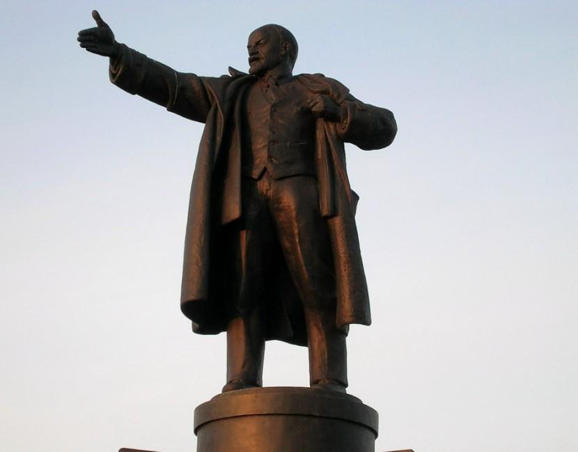 Рабочие на окраине Берлина обнаружили часть скульптуры Ленина