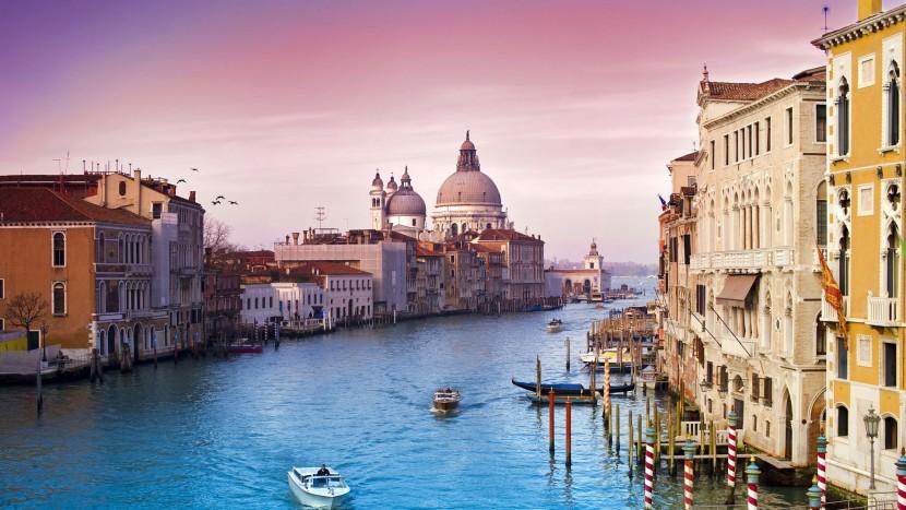 В Венеции официант атаковал пожилую пару