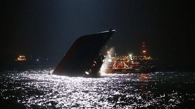 229669-hong-kong-ferry-collision