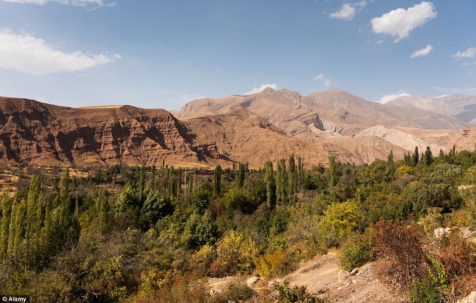 2A9ECC7E00000578-3165132-Epic_vistas_A_sun_drenched_Alamut_Valley_is_one_of_Iran_s_unique-a-17_1437141281282