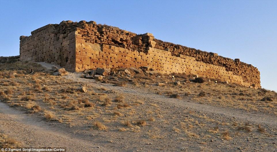 2A9ECEB600000578-3165132-Takht_e_Madar_e_Soleiman_Throne_of_Solomons_Mother_archaeologica-m-31_1437141401522