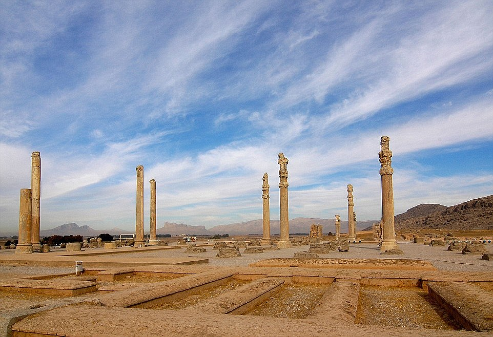 2A9ECF9E00000578-3165132-Persepolis_the_ceremonial_capital_of_the_Achaemenid_kings_which_-a-14_1437141281173