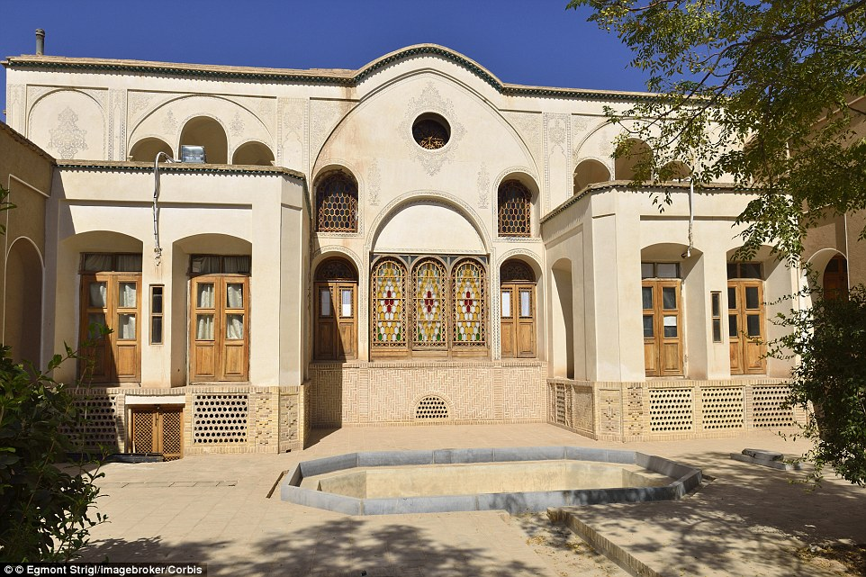 2A9ED26100000578-3165132-The_historic_merchants_palace_Boroujerdi_House_Kashan_in_the_Esf-a-21_1437141281474