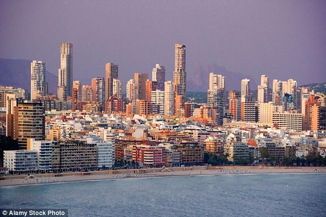 Самые знаменитые искусственно созданные города для туристов