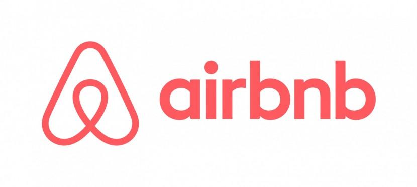 Компания Airbnb запустила проект «Путешествия»