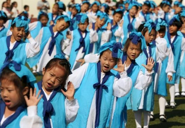 Grade-one children attend an entrance ceremony in a primary school in Nantong