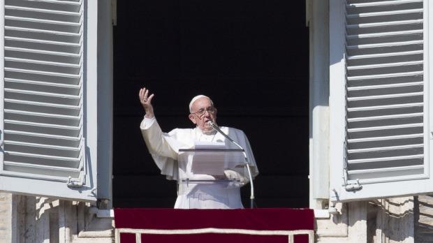 Двое членов Римской Католической церкви арестованы за раскрытие конфиденциальной информации