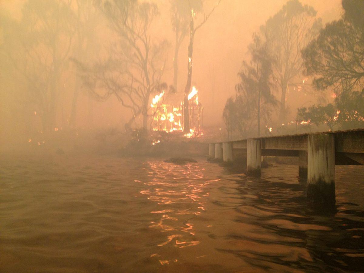 Сильнейший пожар возник в Тасмании
