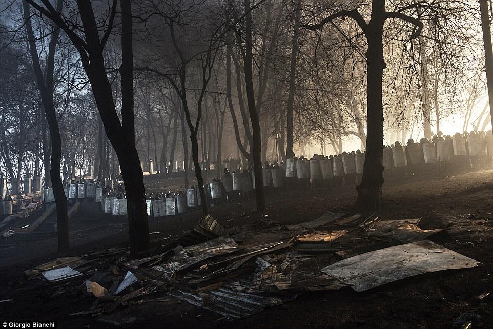 2E08ACE000000578-3300001-Open_Colour_Second_Classified_Kiev_Uprising_Ukraine_by_Giorgio_B-a-77_1446459424154