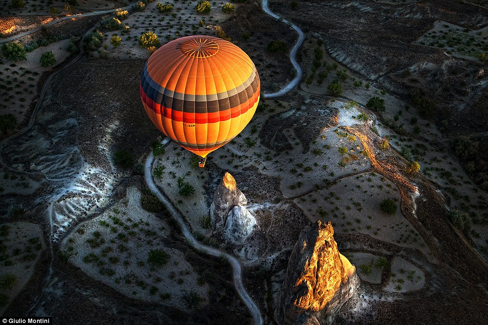 2E08AD1500000578-0-Open_colour_winner_Cappadocia_balloon_by_Giulio_Montini_Just_bef-a-57_1446455847992