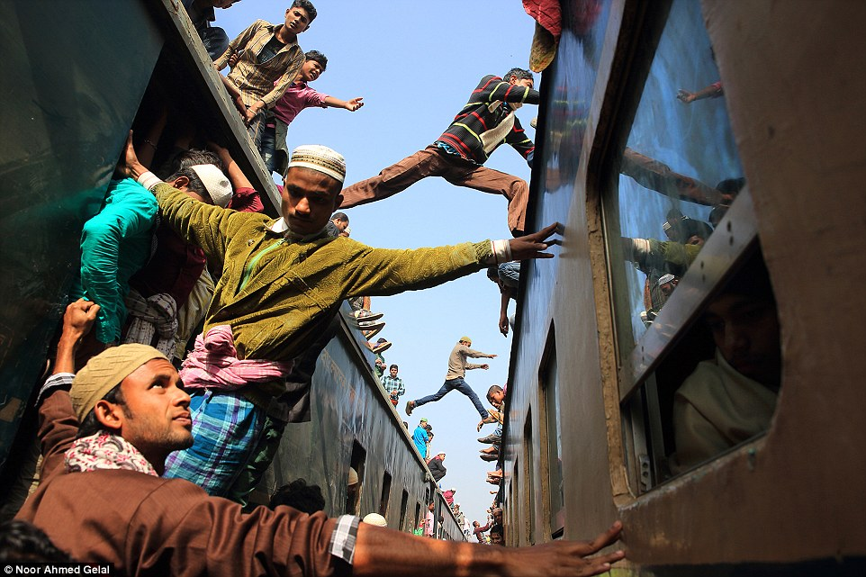 2E08AEE800000578-3300001-Travel_winner_Jumping_over_the_train_Gazipur_Bangladesh_by_Noor_-a-62_1446455968204