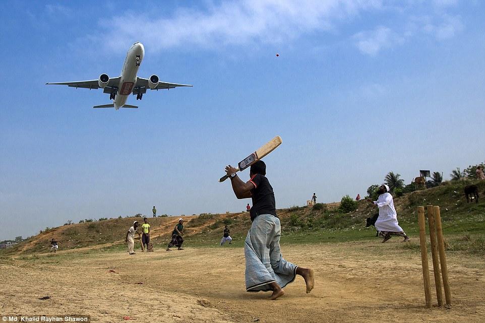 2E08AF1C00000578-3300001-Travel_Honourable_mention_Runway_Cricket_by_Md_Khalid_Rayhan_Sha-a-81_1446459821049