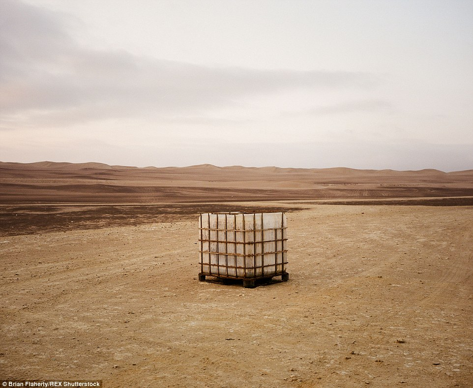 2E4BA56B00000578-3311645-A_crate_of_supplies_stands_in_solitude_in_the_desert_near_the_ci-a-13_1447153963381