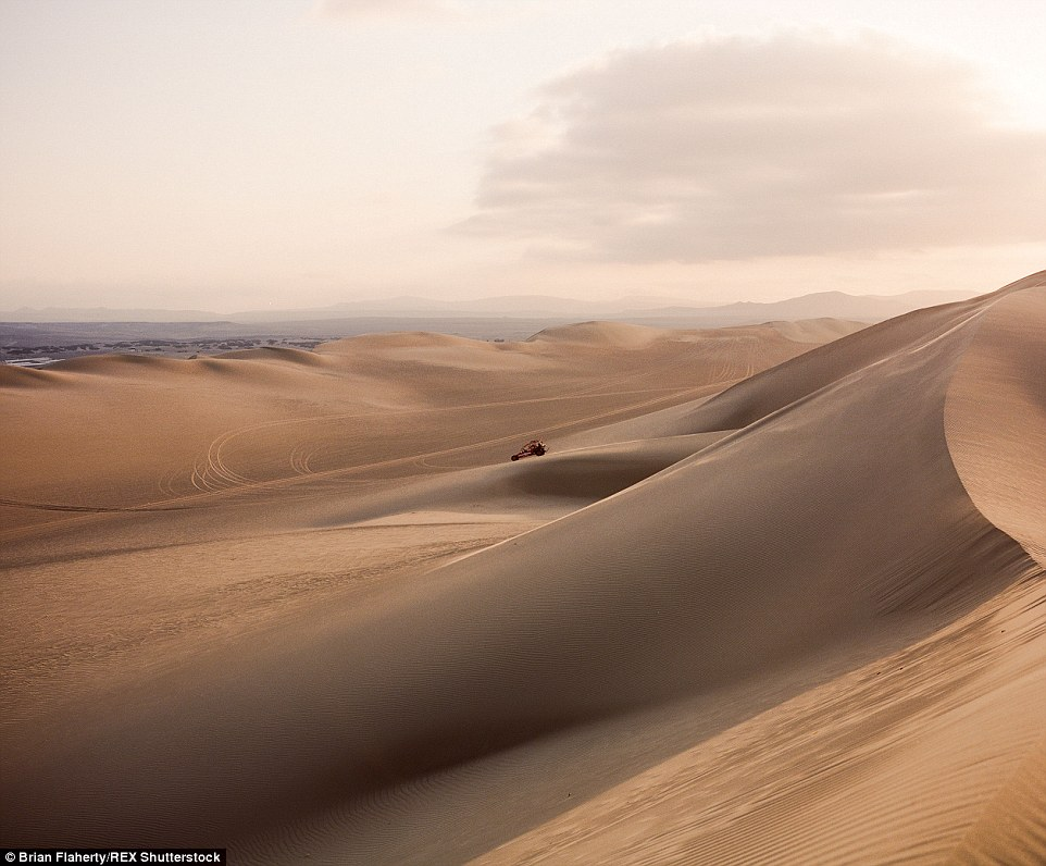 2E4BA77E00000578-3311645-Brian_captures_the_moment_a_dune_buggy_descends_a_massive_sand_d-a-5_1447153963372