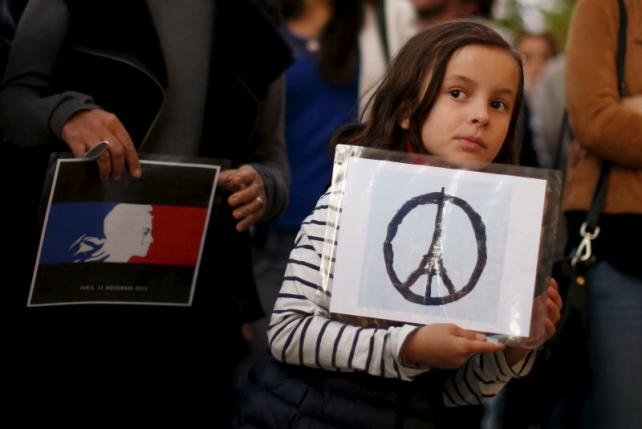 Zoe Dubes, 7, attends a vigil outside the French Consulate in response to the attacks in Paris, in Los Angeles
