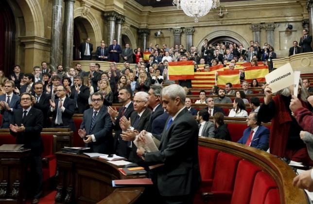 Каталония рассматривает резолюцию об отделении от Испании
