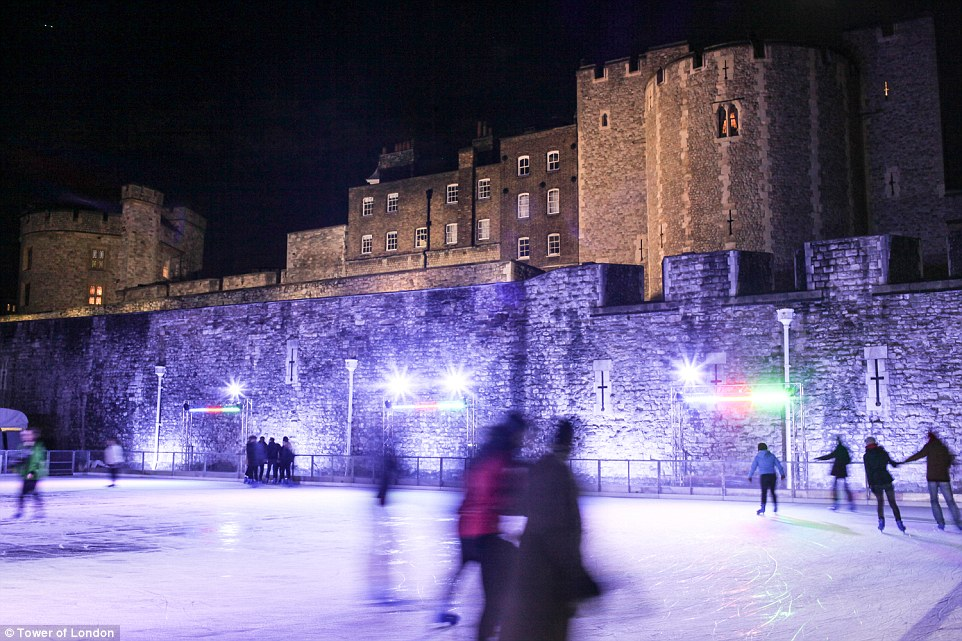 2EF416C000000578-3339823-Alongside_the_ice_rink_at_the_Tower_of_London_there_is_a_rinksid-a-29_1449075126447