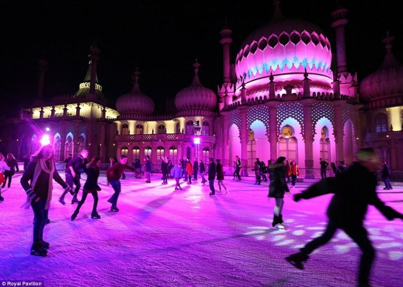 В Лондоне открылись рождественские ледовые катки