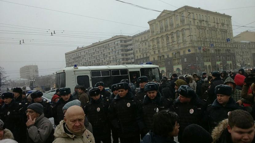 День Конституции в России отметили с полицейскими