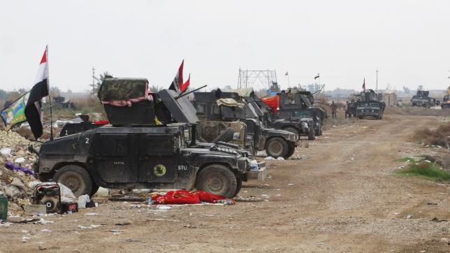 Vehicles of Iraqi security forces are seen as they advance towards the center of Ramadi city, Iraq