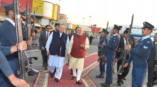 Pakistani Prime Minister Nawaz Sharif walks with his Indian counterpart Narendra Modi after Modi's arrival in Lahore
