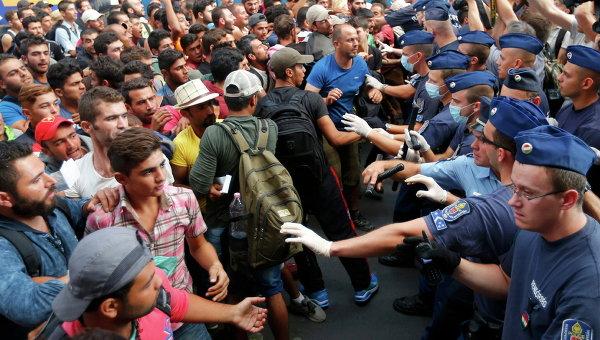 Венгерский премьер-министр призывает Грецию установить новый барьер для мигрантов