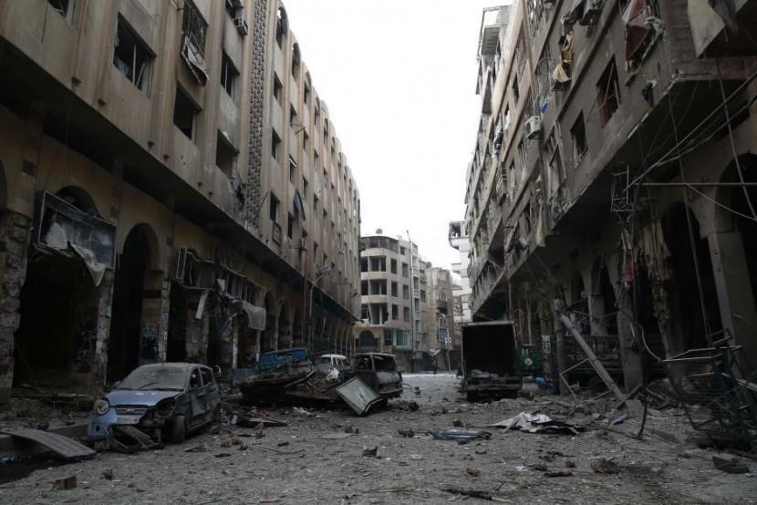 Российские военные самолеты обрушили бомбы на школу в Алеппо