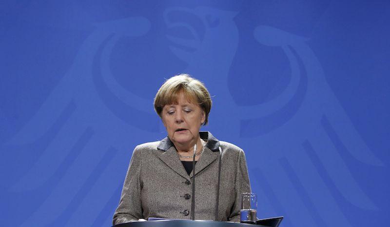 Меркель говорит о необходимости депортации мигрантов в будущем