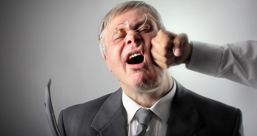 какое время во сне получить удар по лицу кулаком синева наблюдается