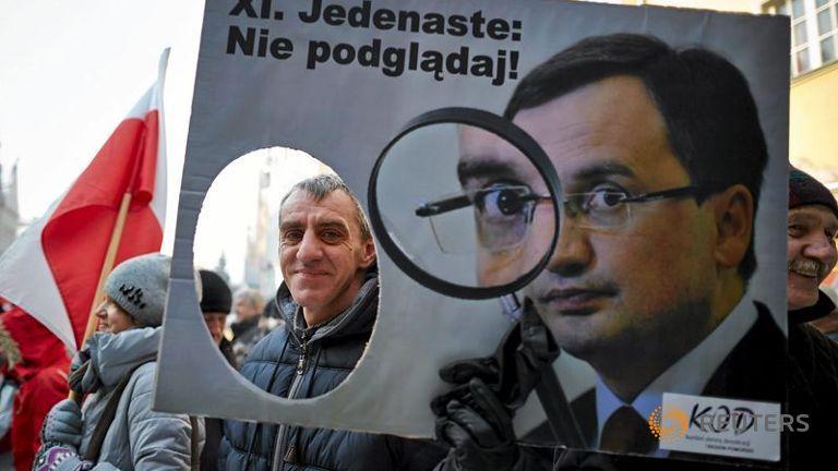 Поляки обеспокоены повторением политики Орбана на своей территории