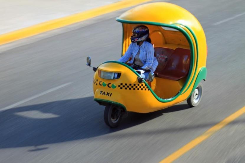 В Индонезии женщинам разрешили работать в такси