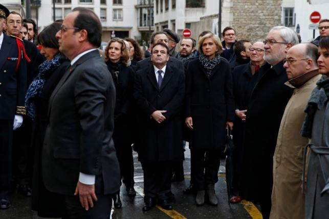 French President Hollande unveils a commemorative plaque outside the former offices of French weekly satirical newspaper Charlie Hebdo during a ceremony to pay tribute to the victims of the last year's January attacks in Paris
