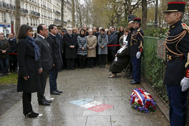 File picture of Hollande, Hidalgo and Valls at a ceremony in Paris