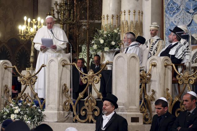 Pope Francis delivers his speech during his visit at Rome's Great Synagogue