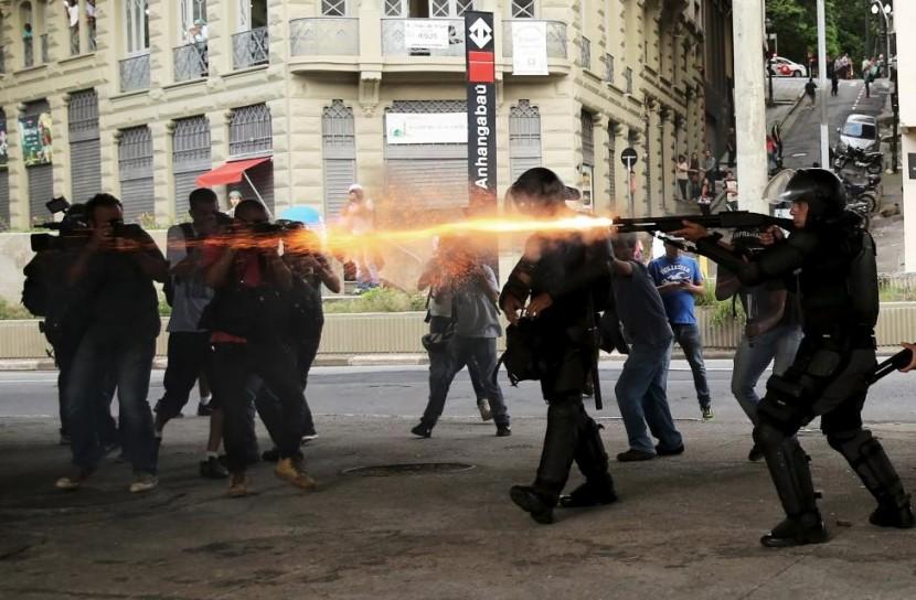 Полиция Сан Паулу сдерживает агрессивные протесты в городе
