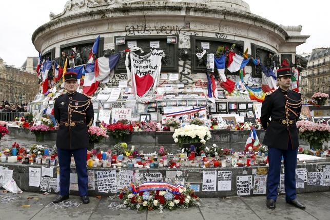 В Париже прошла «церемония тишины» в память о жертвах террористических атак