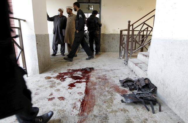В Пакистане террористы напали на высшее учебное заведение